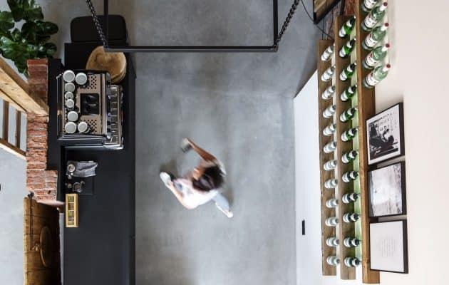 Een gevlinderde betonvloer