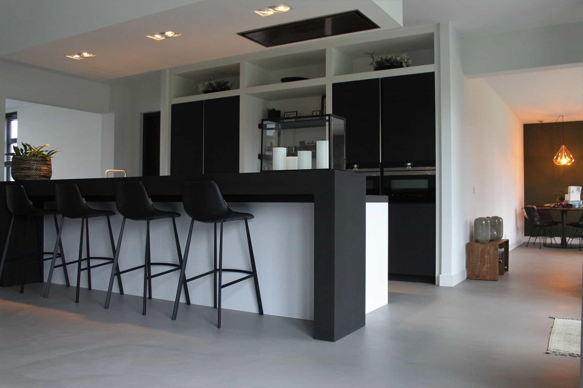 keuken met betonlook vloeren, beton ciré vloeren in de keuken