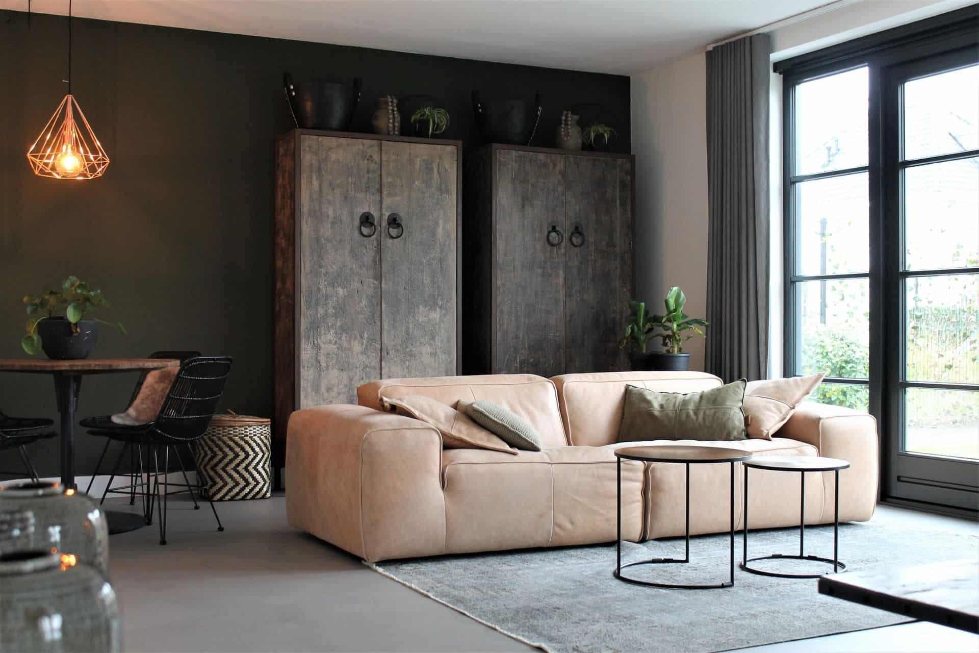 Betonlook vloeren, Betonlook vloer in de voorkamer, vloer betonlook