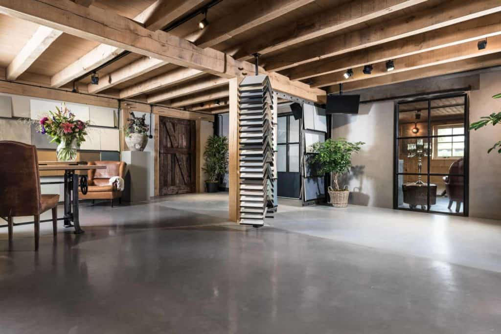 Showroom beton en staal