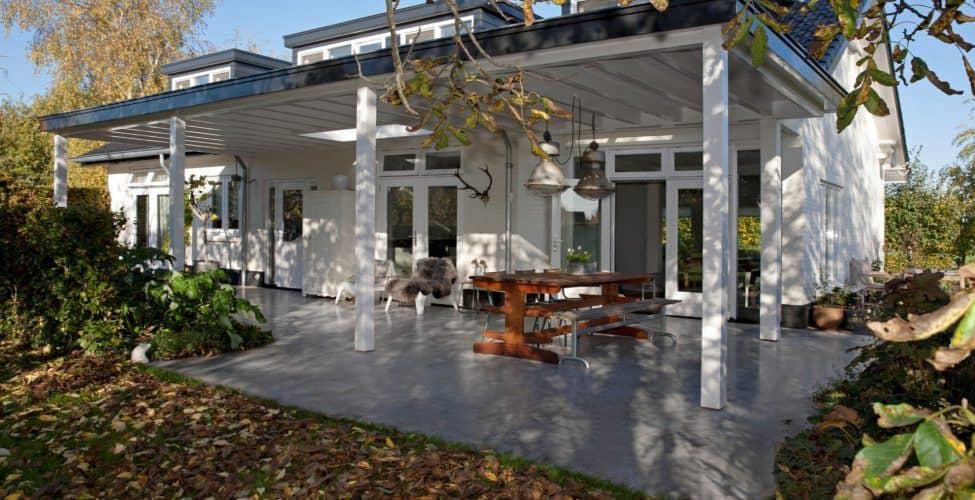 Gevlinderd beton terras in Elst