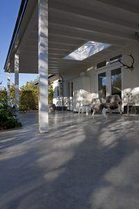 betonnen terras in de achtertuin