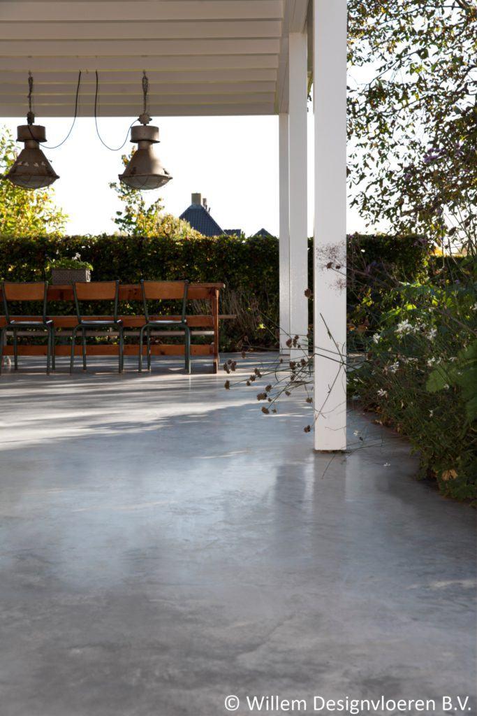 Gevlinderd beton terras in Elst Gld