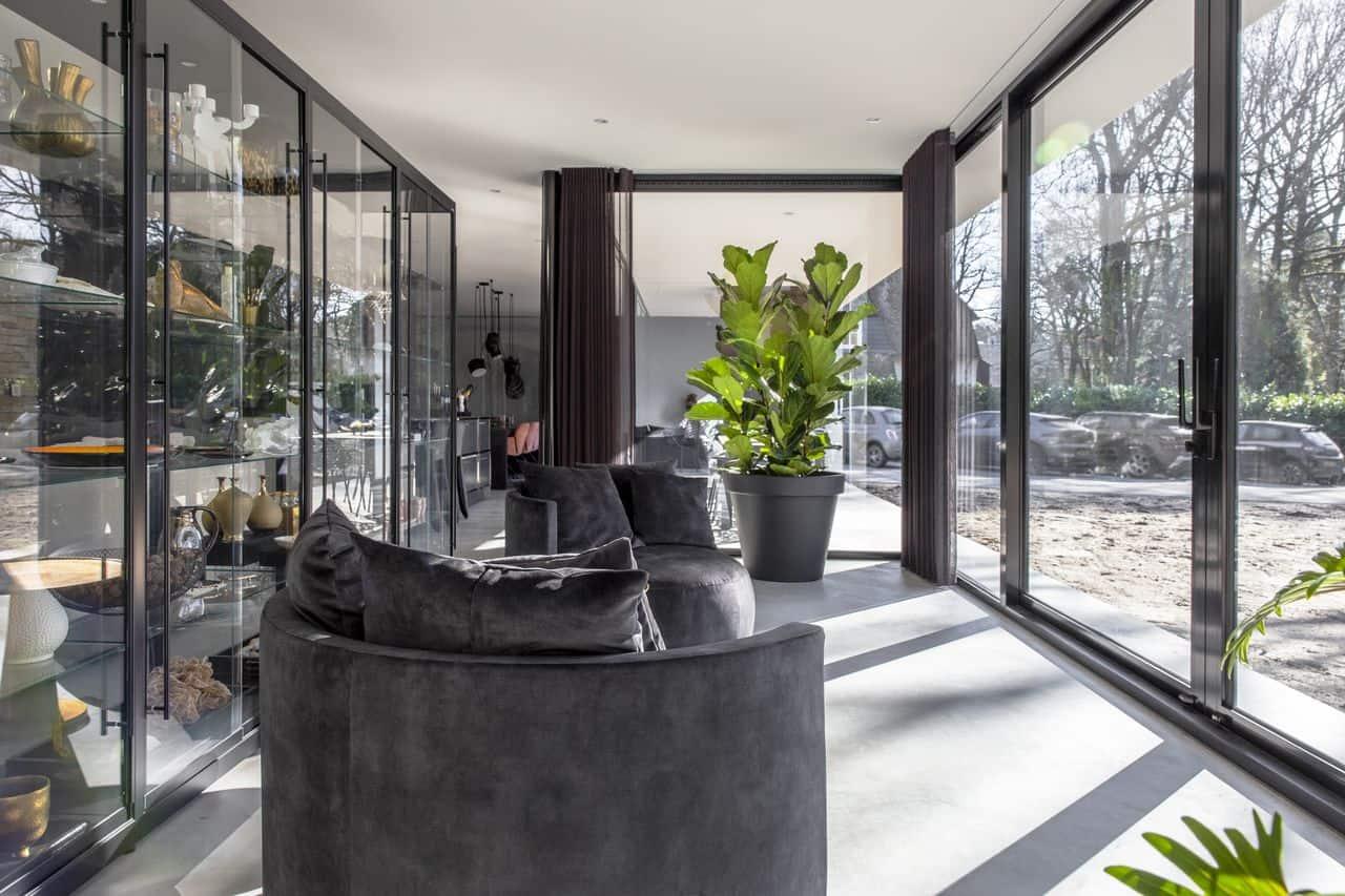 betonvloer binnen en buiten, woonbeton binnen en buiten, gevlinderd beton, woonbeton, beton design