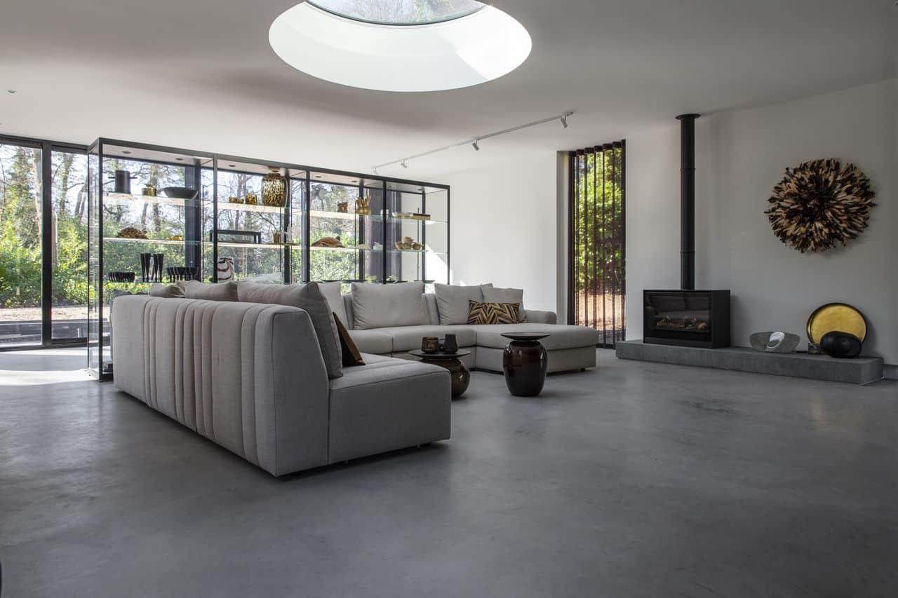 een betonvloer laten storten, gevlinderde woonbeton vloer woonkamer, betonvloer woonkamer, woonbeton woonkamer, woonkamer, woonkamerinspiratie
