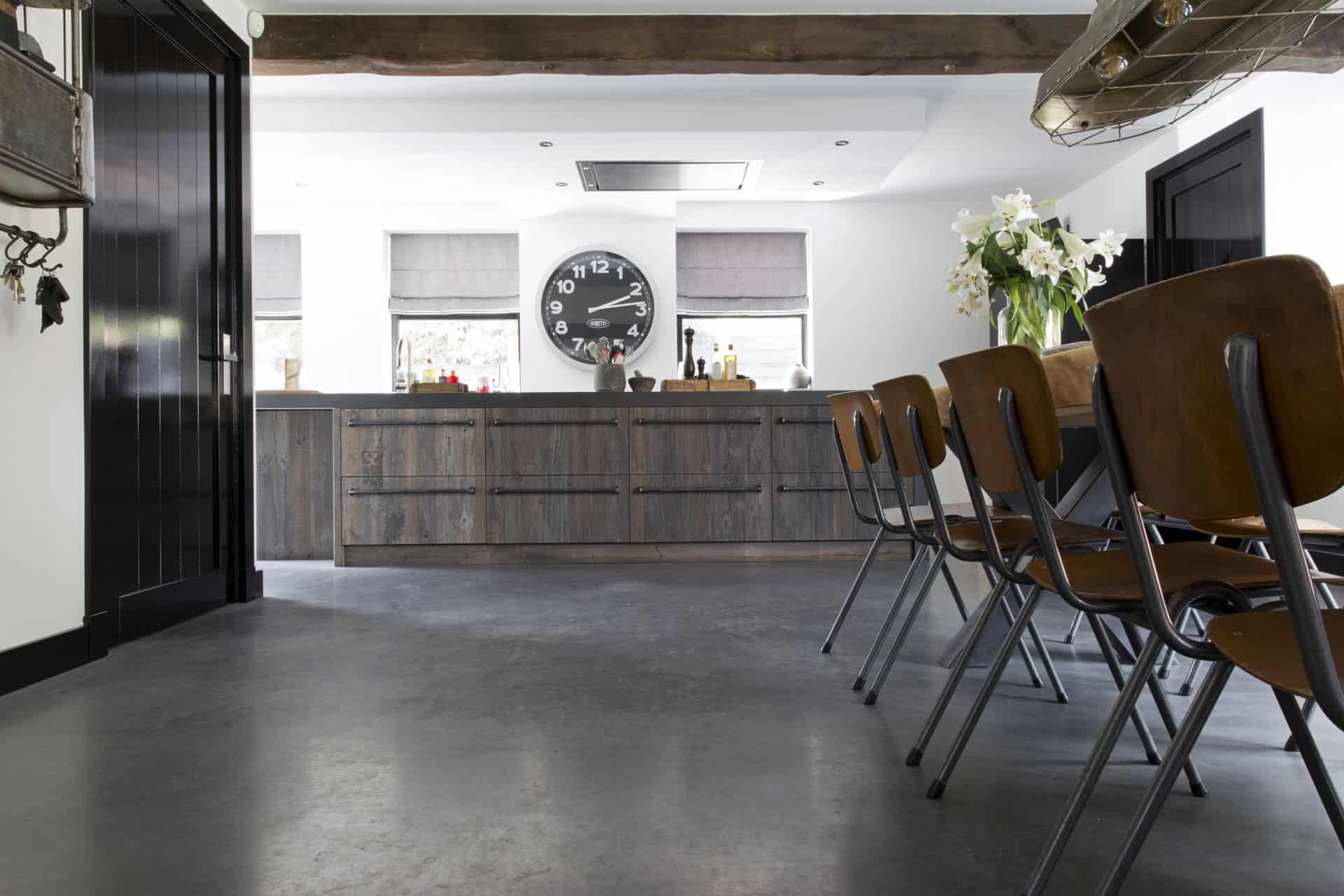 woonbeton in de keuken, betonvloer keuken