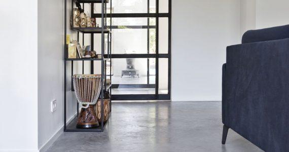 Woonbeton in combinatie met staal, betonvloer als leefvloer, afbeeldingen betonvloer, betonvloeren, Willem Designvloeren projecten