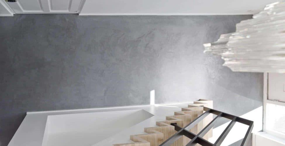 hal woonbeton, woonbeton in de hal, gevlinderd woonbeton vloer hal, hal met betonvloer woning, woning met gevlinderde betonvloer