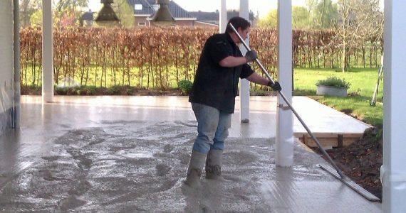 betonnen terras, aanbrengen betonnen terras