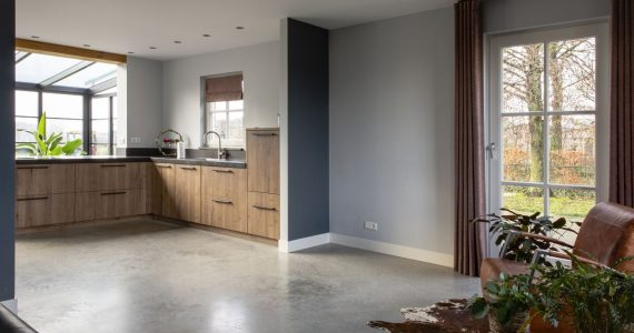 gevlinderde betonvloer keuken, betonvloer in de keuken