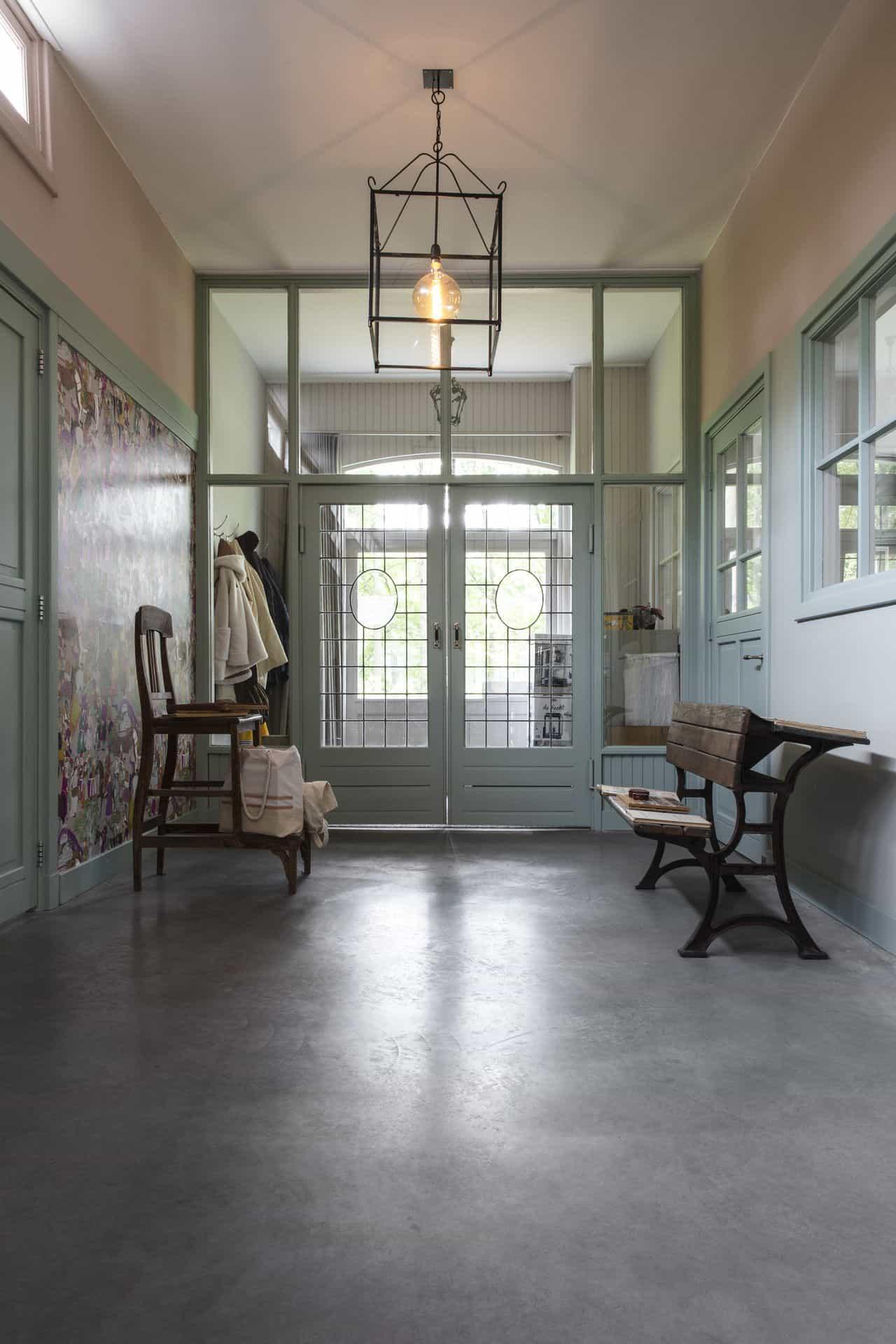 betonvloer oude school, betonvloer hal