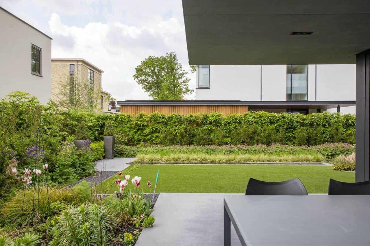 betonnen terrasvloeren, gevlinderde betonvloer buiten in Eindhoven
