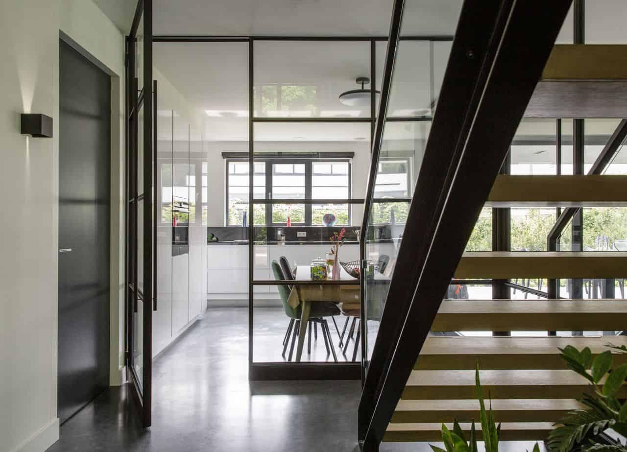 beton schoonmaken, Woonbeton in de keuken in de kleur antraciet