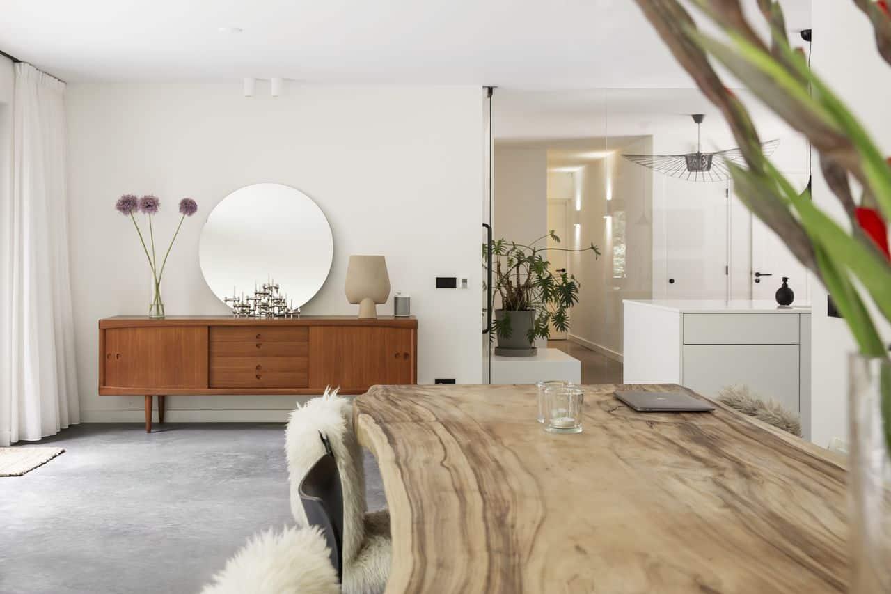 gevlinderde woonbeton vloer, betonnen vloer, beton in huis, vintage, vintage interieur