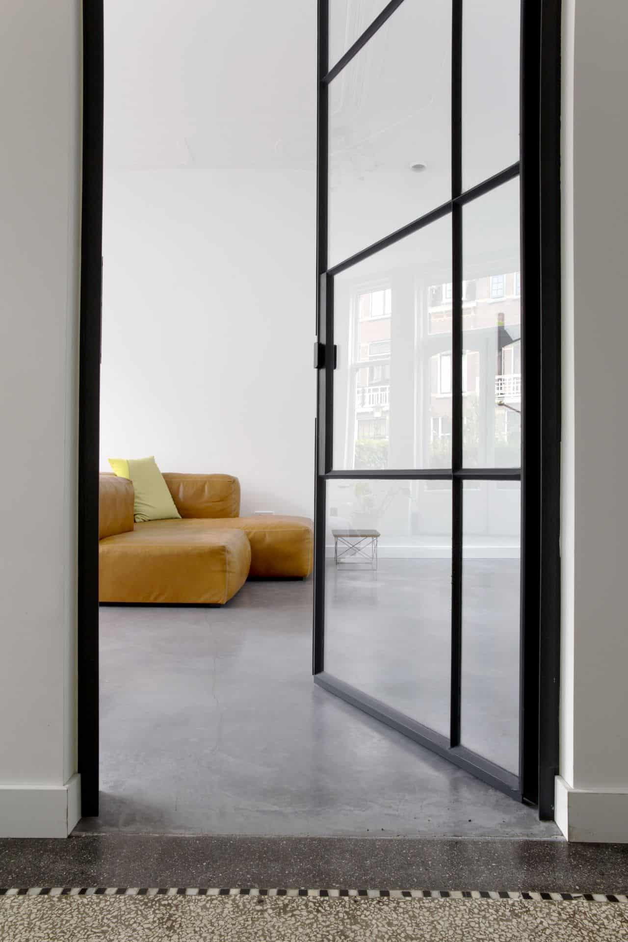 betonvloer repareren, betonnen vloer in woongedeelte, wonen met beton