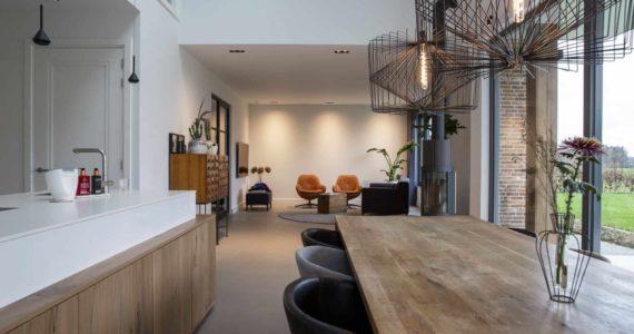 Beton ciré vloer in de keuken, keuken met betonlook vloer, betonlook vloer in de keuken