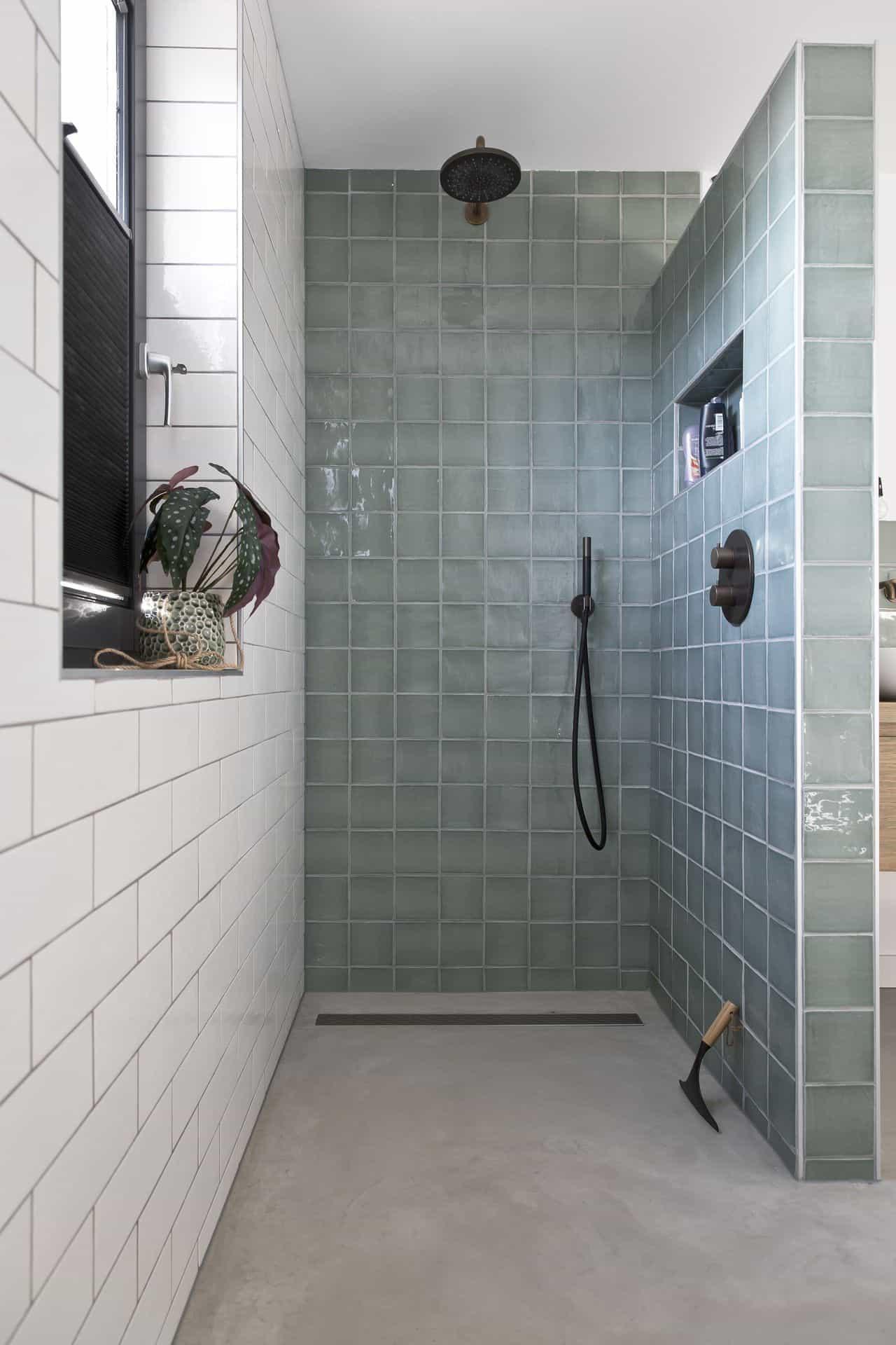 beton glad afwerken douche