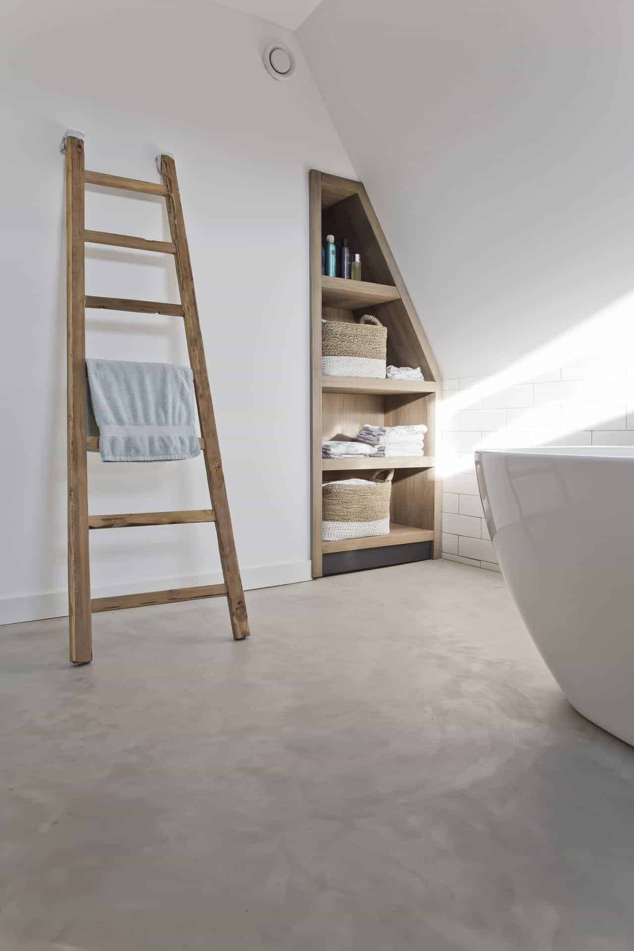 beton glad afwerken badkamer