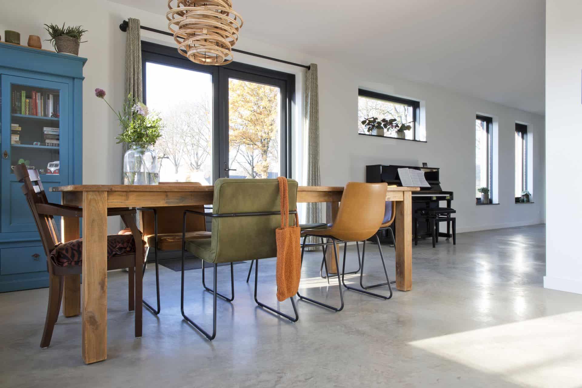 woonbeton vloer in Hierden, gevlinderde woonbeton vloer