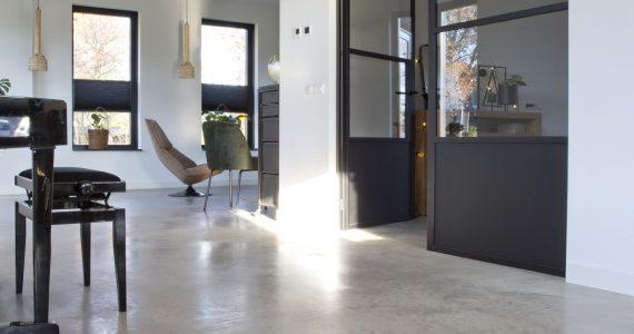designvloer in woning gevlinderd, gevlinderde woning beton