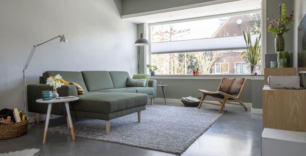 woonbeton, wooninspiratie, gevlinderde betonvloer in huis