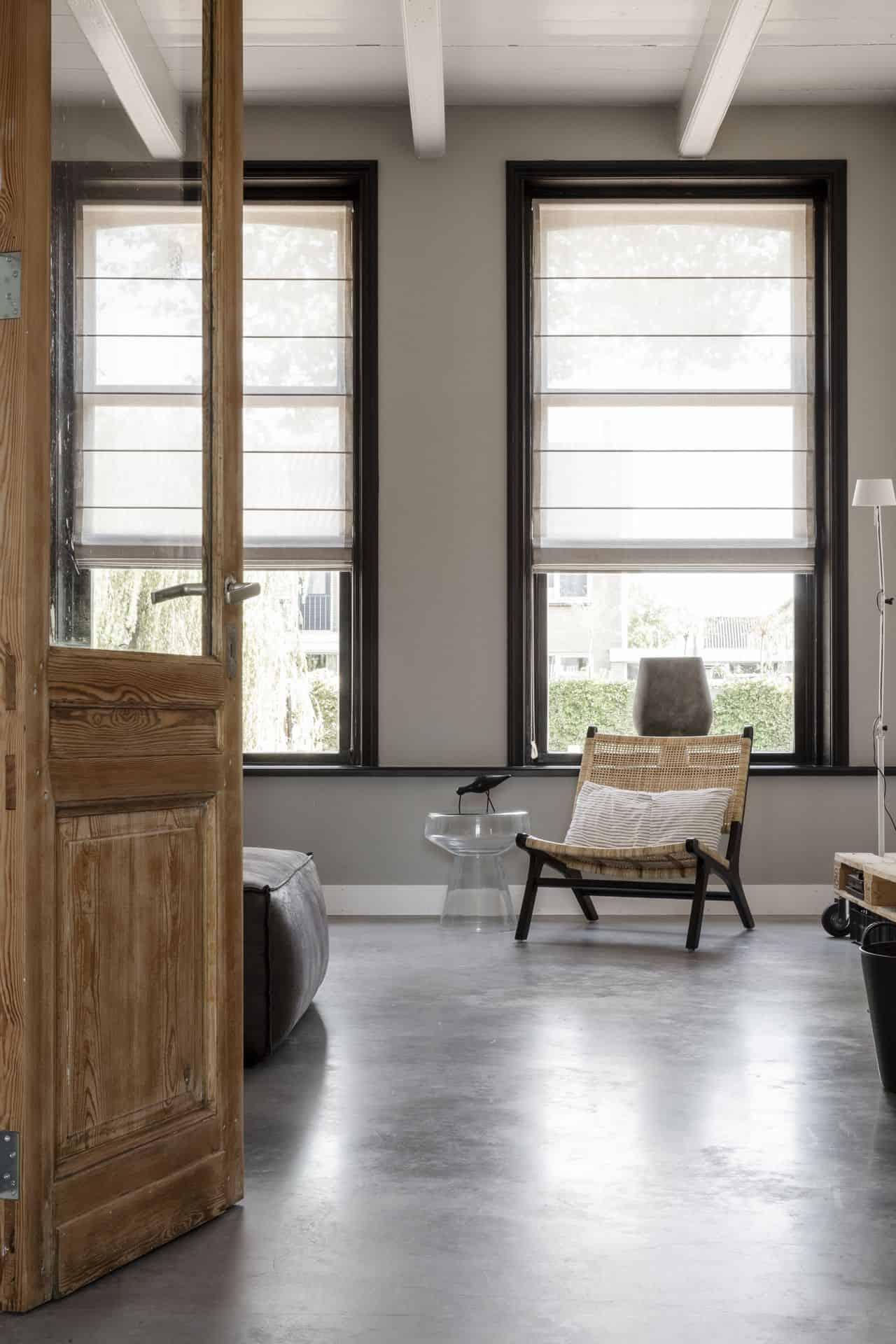 gevlinderde woonbeton vloer woonkamer, woonkamer betonvloer
