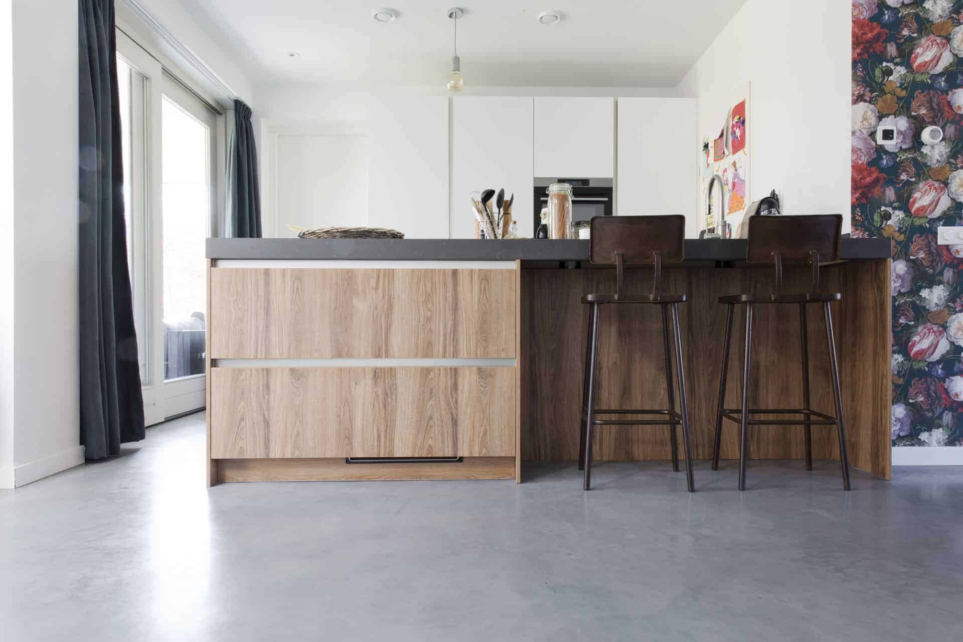 Woonbeton keuken, gevlinderd beton, gevlinderd betonvloer