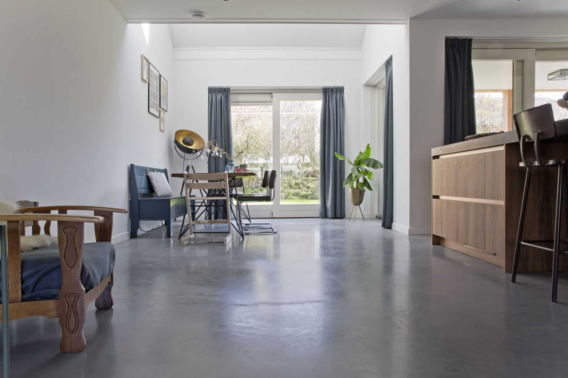 gevlinderde betonvloer, betonnen vloer gevlinderd