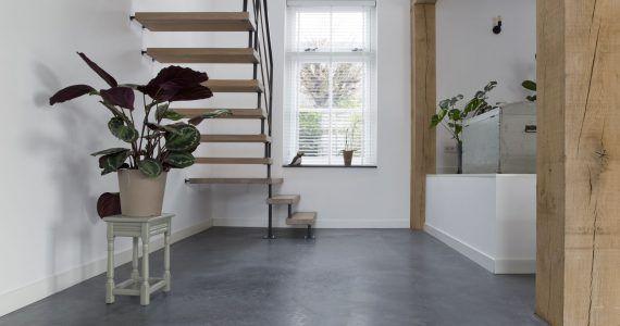 betonnen vloer in de hal, betonvloer
