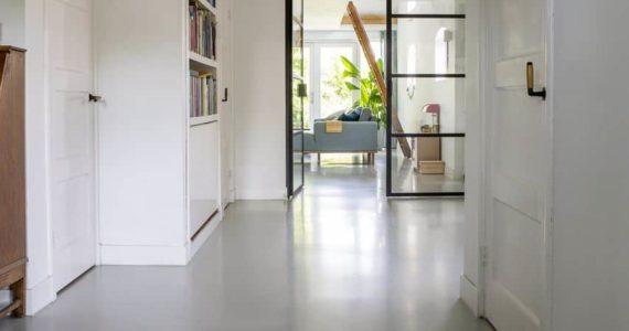 Betonvloer, gietvloer betonlook, beton gietvloer, gietvloer in huis
